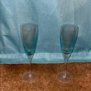 Two champagne flutes blue cracked look